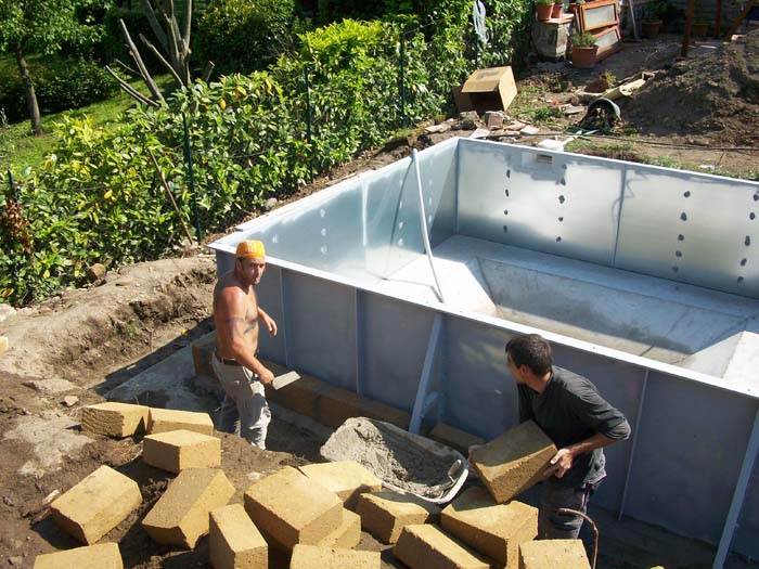 Posa pareti prefabbricate piscina interrata o seminterrata for Rivestimento piscina